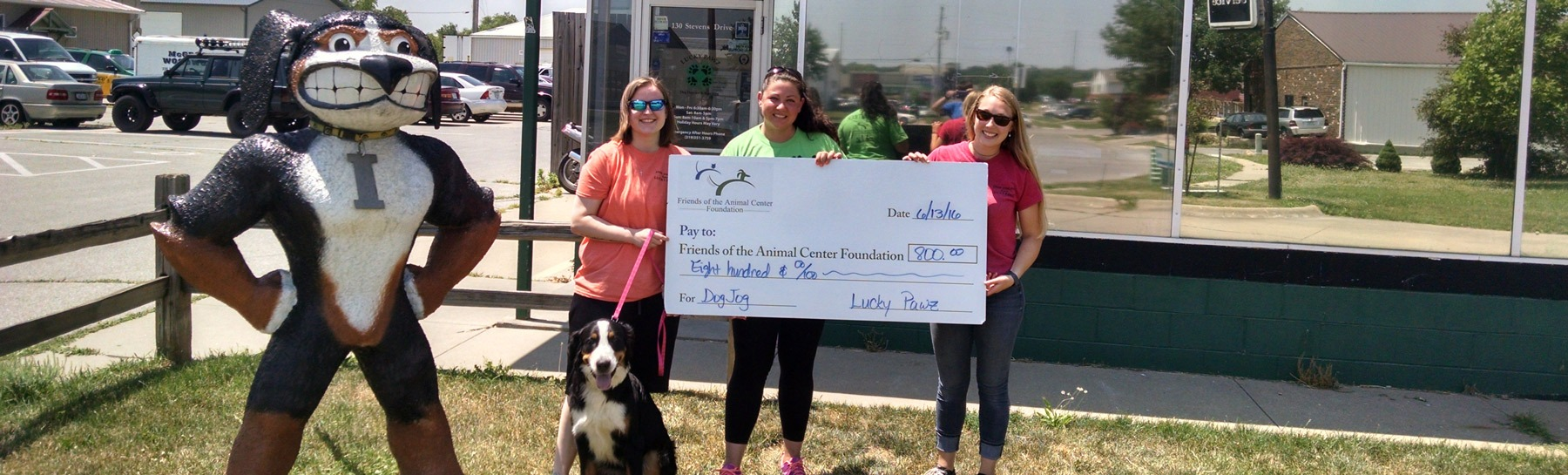 FACF recieving big check from Lucky Pawz